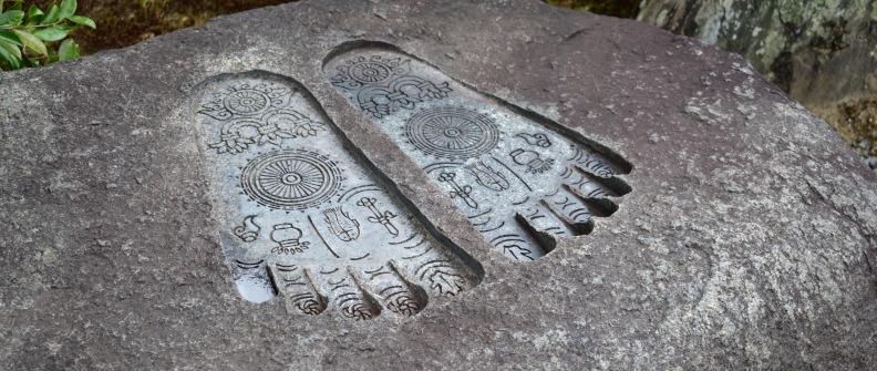 Buddhas Füsse - Mit Präsenz zu Embodiment