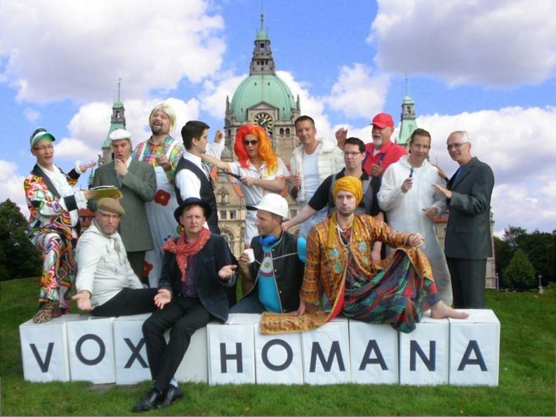 Gruppenbild mit Rathaus