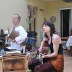 Praxisjubiläum in Mannheim 07.07.2013 Kwa Moyo, Jan-Philipp Tödte (Talking drum) und Ate Damm (Gitarre und Gesang)
