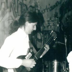 Micha mit Partisan 1988 bei einem Konzert un Weimar
