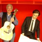 """In der Pause Uraufführung """"Lulu"""", Premieren-Aufführung Ingo Metzmacher im """"Het Muziktheater"""" Amsterdam neben einer Skulptur Alban Berg`s im Foyer. Fotografiert vom Kollegen Peter Unbehauen"""