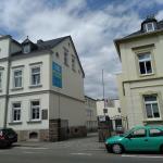 Chemnitzer Str. Richtung Limbach-O. Innenstadt, ca. 200m hinter der Kreuzung (beim Kaufland), rechte Seite ...