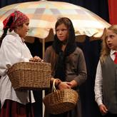 Akt I: Die Frauen wollen wissen, wie Zachäus als Zöllner war.