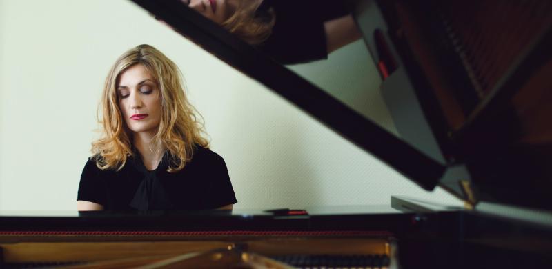 Mona Piano, Fotograph: Julian Hemelberg