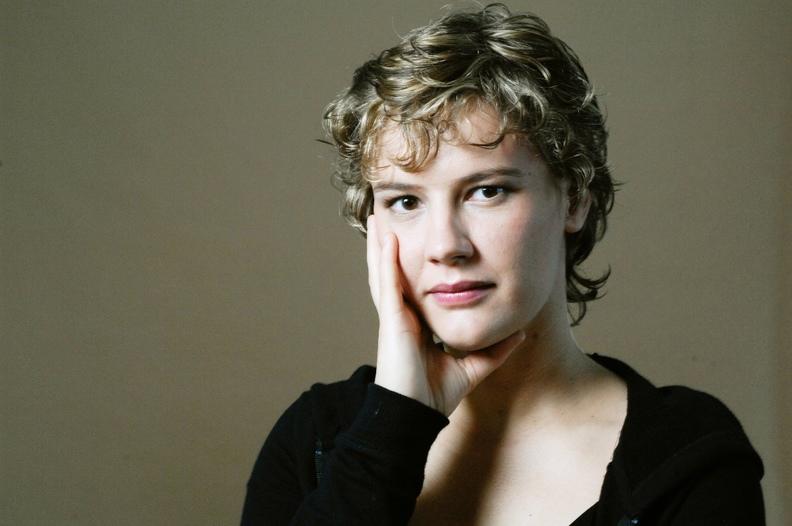 Elisabeth Wanzenried: Geige, Akkordeon, Gesang