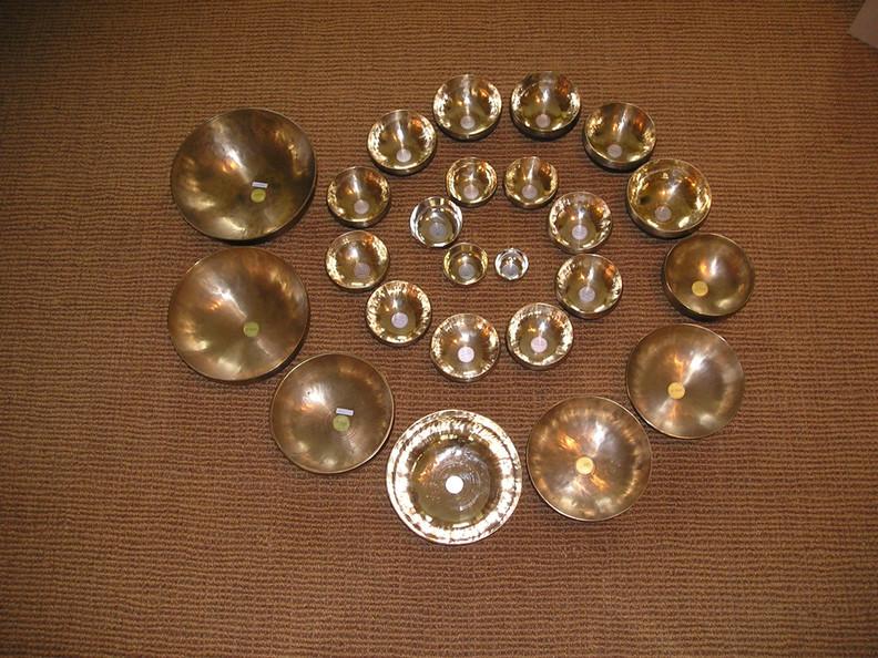 Spirale aus Klangschalen