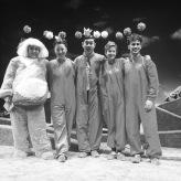 """""""Die Welt auf dem Mond""""-Ensemble, Pfalztheater Kaiserslautern 2018"""