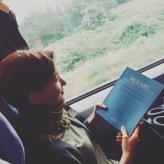 Üben muss man als Sänger überall können, auch im Zug!