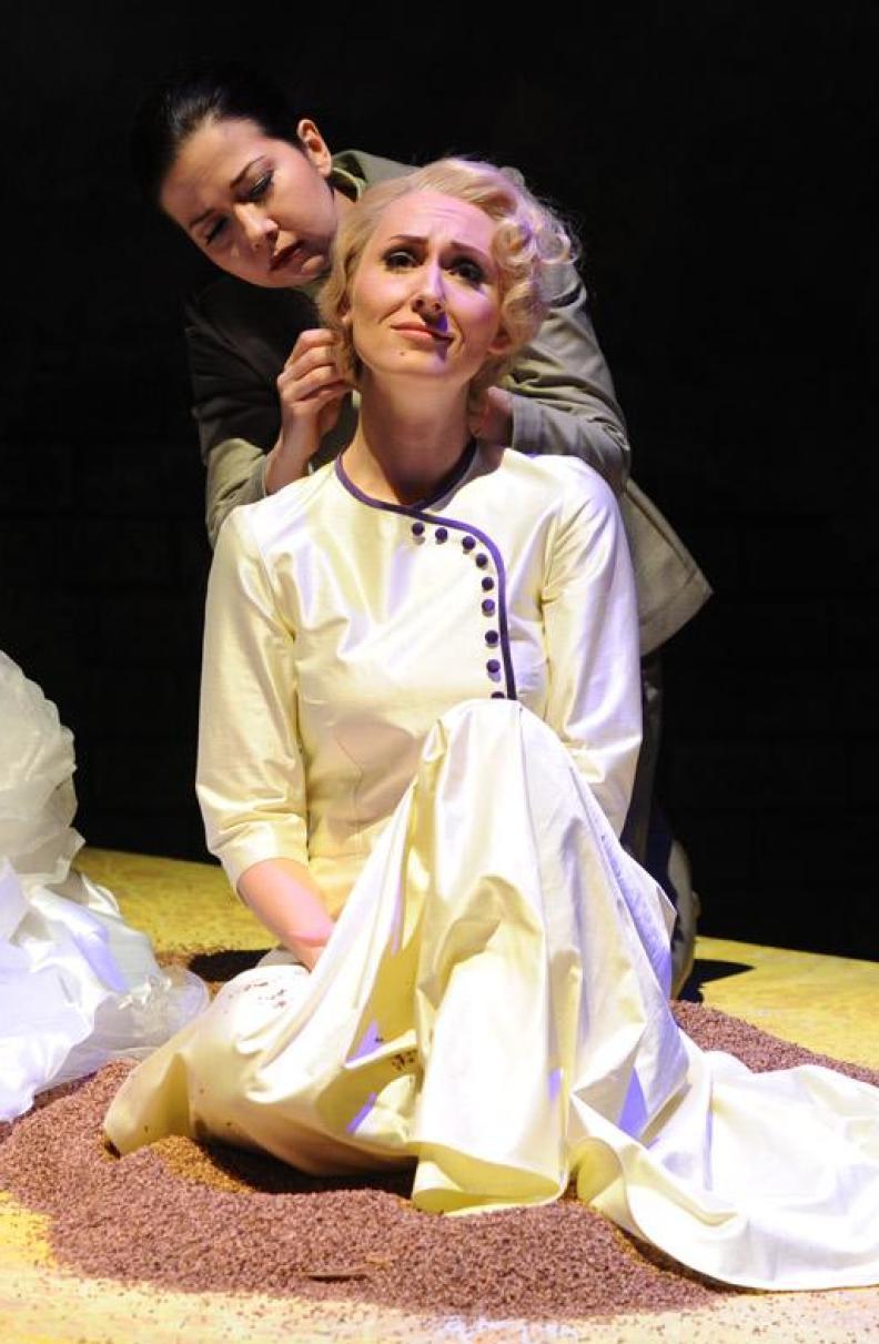 """Katja Bördner comme """"Desdemona"""" in """"Otello"""" du Verdi, Régie: Bruno Berger-Gorski"""