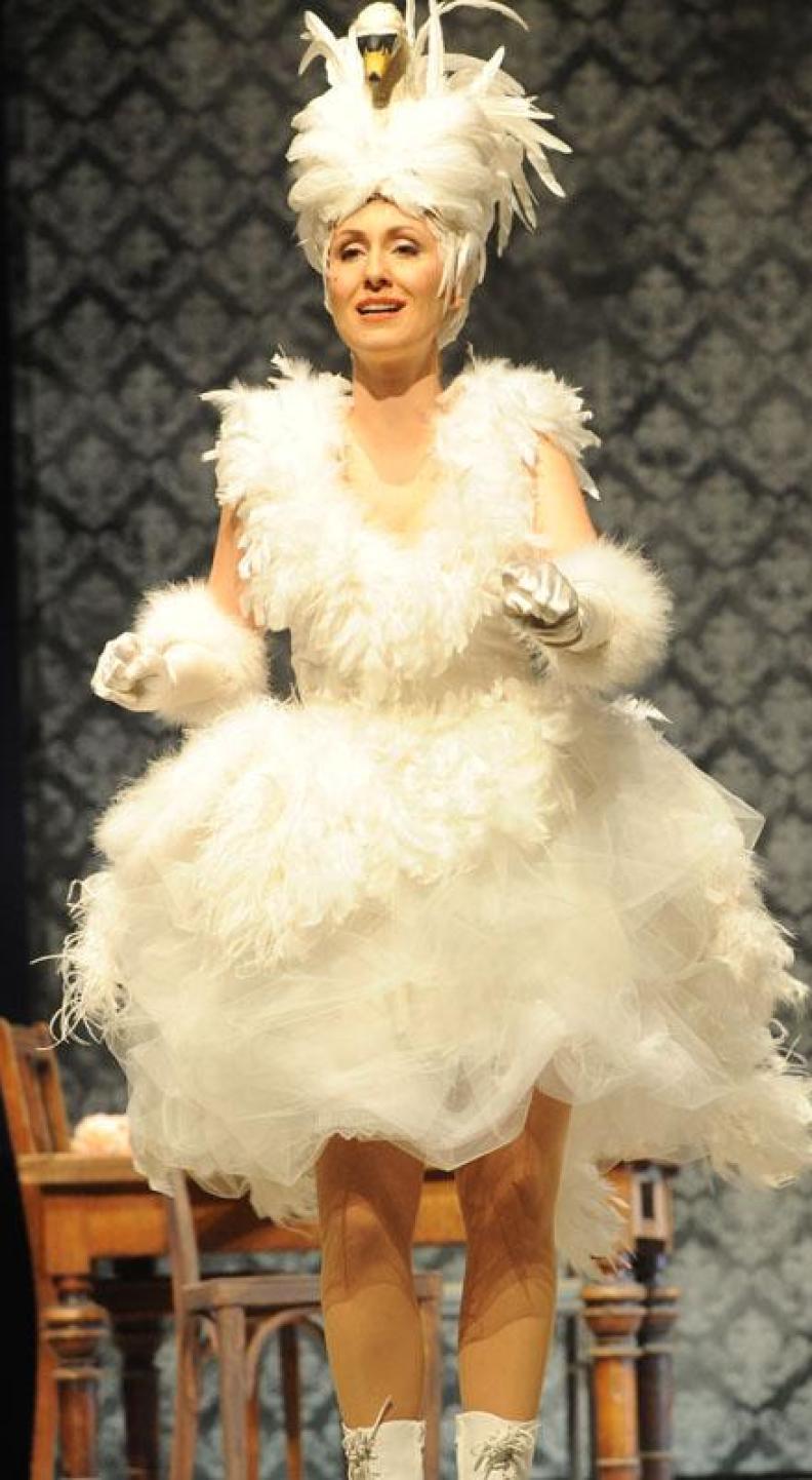 "Katja Bördner comme ""Madame de Pompadour"", Régie: Ansgar Weigner, Mise en scène: Christian Müller"