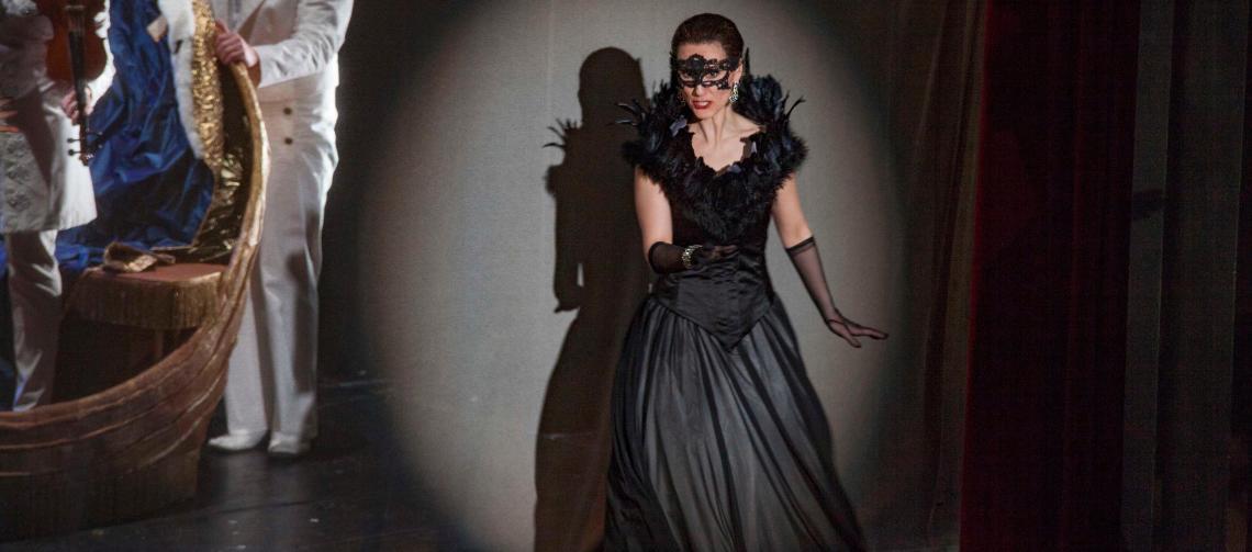 "Katja Bördner comme ""Amelia"" in ""Un ballo in Maschera"", Régie: Roman Hovenbitzer"