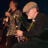 Und während Henning Wilms auf einzigartig virtuose Weise seine authentischen Instrumente spielt...