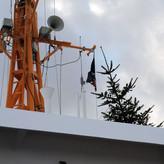 Frohe Weihnachten wünscht auch die Reederei bei steifer Brise