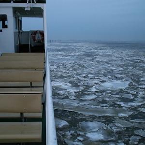 Manchmal ist es aber auch so vereist, dass sich nur noch die Fähren mit Ihren Stahlrümpfen ins Eis trauen ... und manchmal sogar nicht mal mehr die!