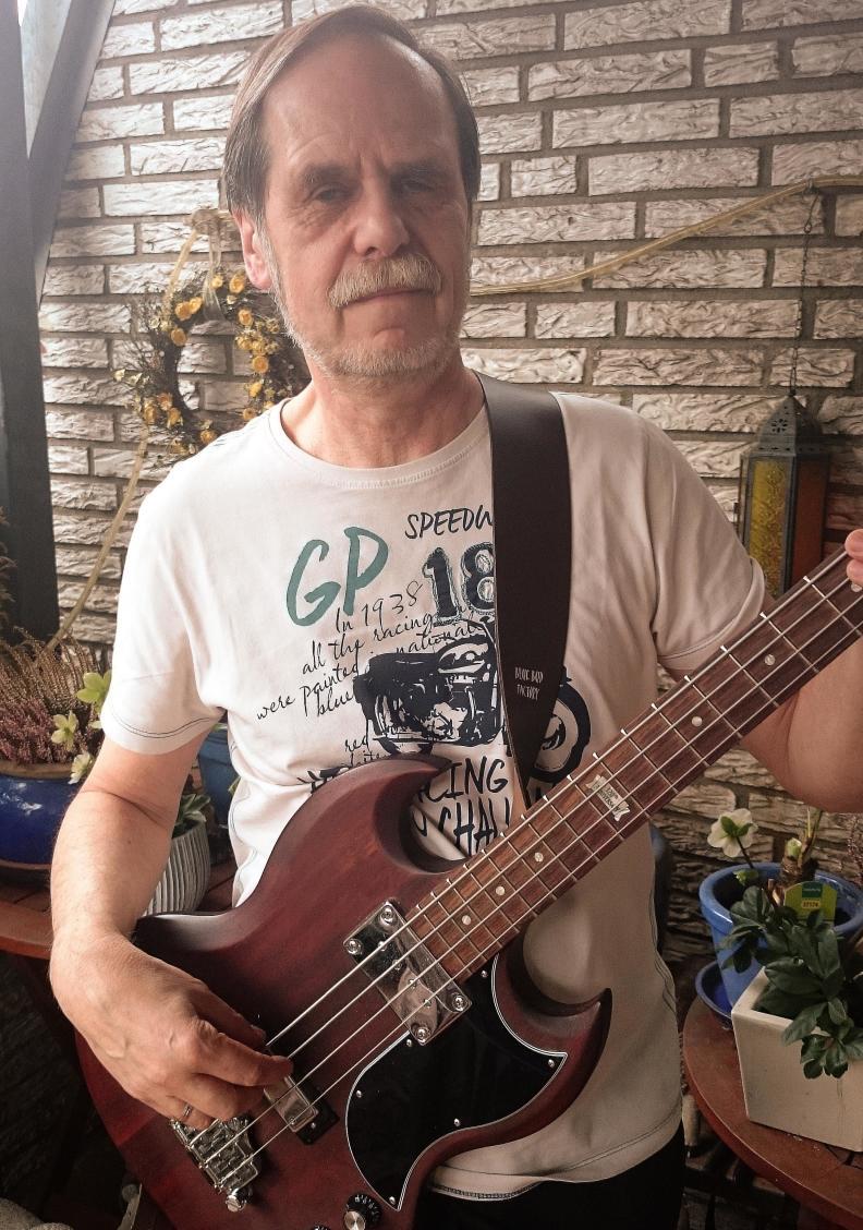 Michael, Bassist der Three Neander Tailors