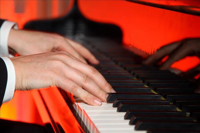 Kirschstein Klavierspieler Pianist Gesang Dinner Firmenfeier Event