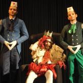 Tapferes Schneiderlein am Staatsschauspiel Dresden (Rolle: König, mit: Felix Schwandtke und Martin Schicketanz)