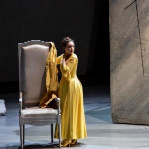 """Als Servilia in W. A. Mozarts """"La clemenza di Tito"""" (Opéra national de Paris). Foto von Emilie Brouchon."""